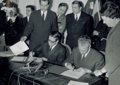 Signature du protocole fondant l'OFQJ le 9 février 1968